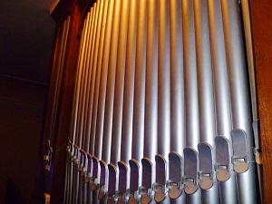 Tuyaux de l'orgue de Velving